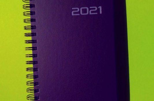 ein Kalender mit der Jahreszahl 2021