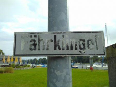 "Schild: ""Fährklingel"""